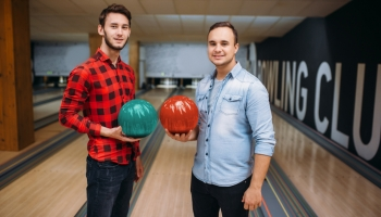 Best Bowling Balls for Two-Handed Bowlers 2020